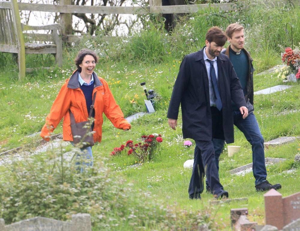 Olivia Colman - Broadchurch 2x01 - On set