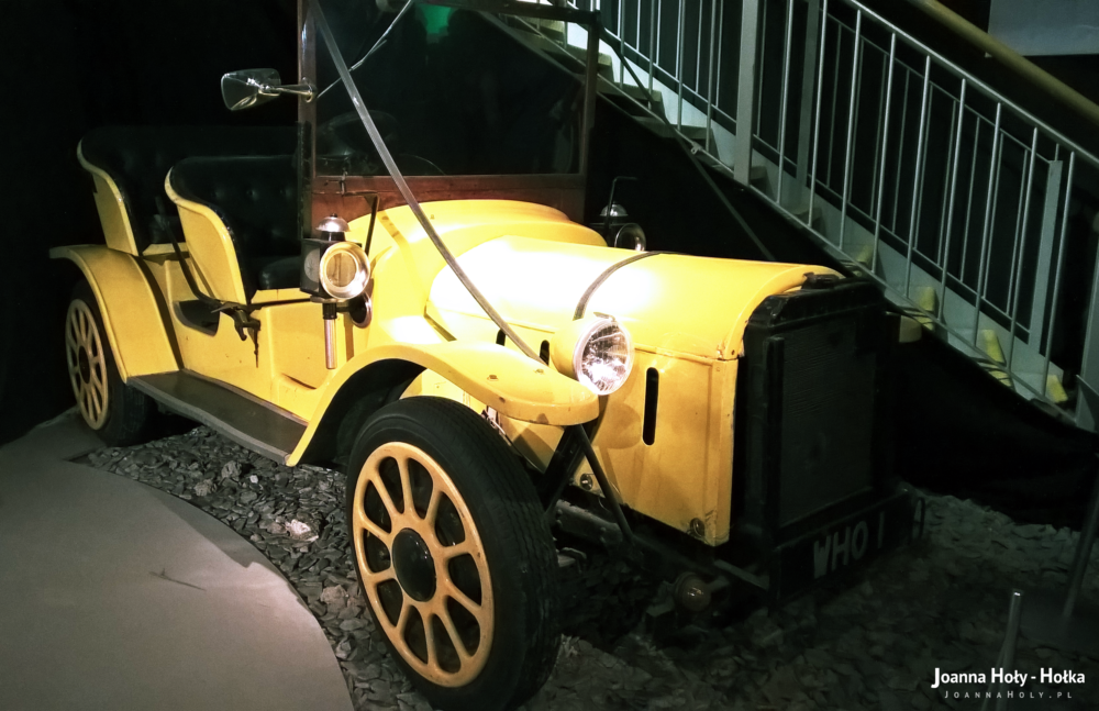 Bessie Classic Doctor Who yellow car