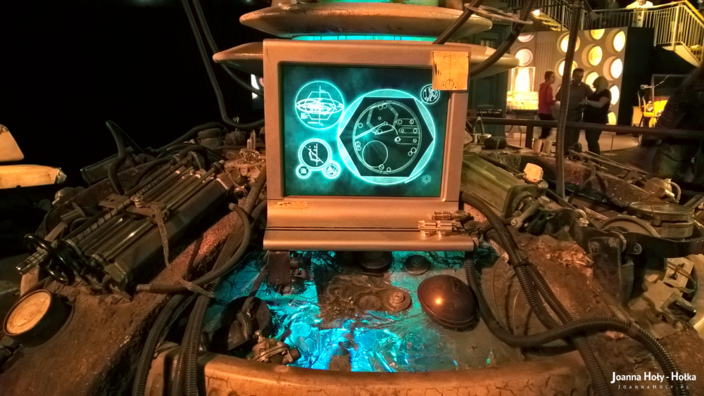 Ninth Ten Doctor Who Coral TARDIS interior
