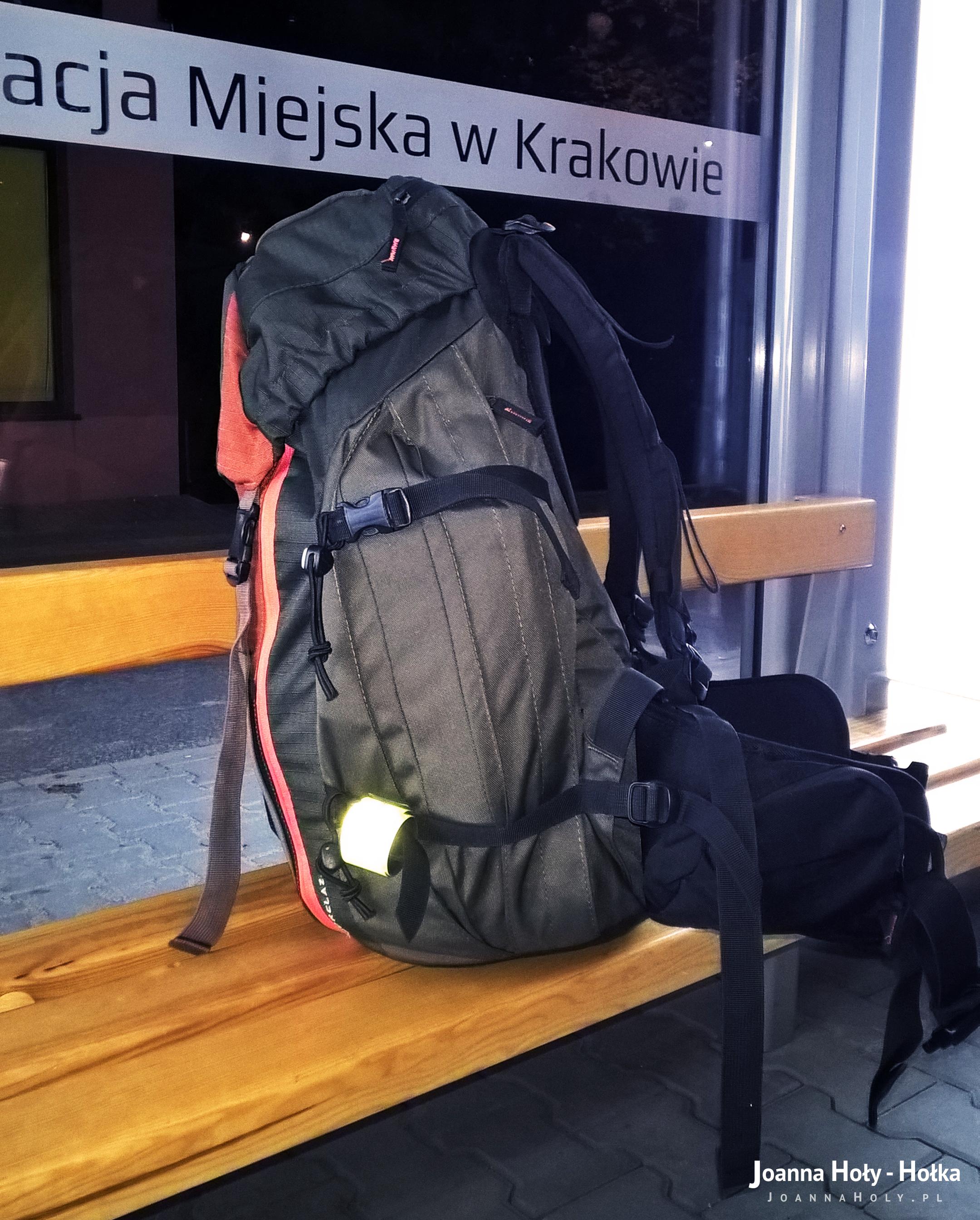 c35237b8e72d7 A przy okazji pamiętajcie, by na wyprawy takie, jak moja, zabierać właśnie  plecak lub plecaki, a nie torby czy walizki, bo te nie dość że są bardziej  ...