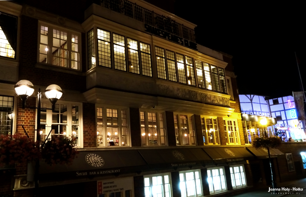 The Swan at Shakespeare's Globe at night